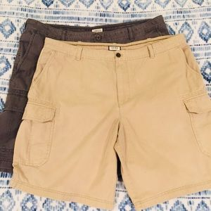 👔 IZOD 42 Cargo 2 Pair of Shorts
